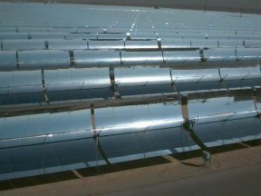 Picture of a parabolic trough power plant.